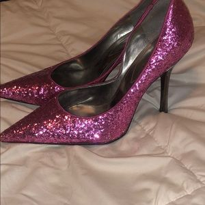 Beautiful pink glitter heels 👠